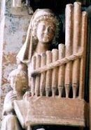 Femme au positif (13ième siècle)